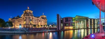berlin noc reichstag zdjęcia stock