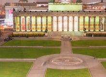 BERLIN - NOVEMBER 16, 2013: Flyg- sikt för Altes museum på natten B Royaltyfri Foto