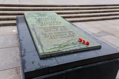 BERLIN, PAŹDZIERNIK - 02, 2016: Panoramiczny widok sławny Żydowski holokausta pomnik blisko Brandenburg bramy w złotym wieczór Obraz Royalty Free