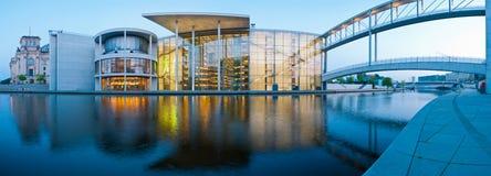 Berlin-Panorama Reichstagufer lizenzfreies stockbild