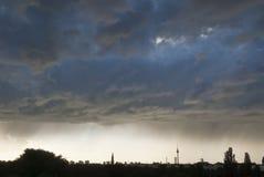 berlin panoramasilhouette Arkivfoton