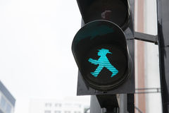 Berlin Pedestrian Green Traffic Light Royaltyfria Bilder