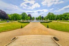 Berlin Potsdam Park Sanssouci sikt av dammet av slottträdgården, i förgrundsdelen av stenmomenten royaltyfria foton