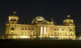 Berlin Reichstag Building At Night Stock Afbeelding