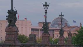 Berlin Reichstag Dome German Parliament almacen de metraje de vídeo