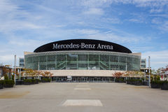 Berlin, am 16. September 2015: Die Mercedes Benz Arena-Fassade in Berlin, Deutschland Mercedes Benz Arena (formal: Die O2 Welt AR Stockbild