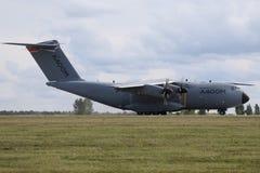 BERLIN - 11. SEPTEMBER: Militärtransporter Airbus A400M gezeigt an ILA Lizenzfreie Stockbilder