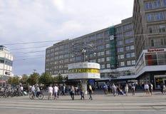 Berlin, Sierpień 27: Alexanderplatz światu zegar od Berlin w Niemcy Zdjęcie Royalty Free