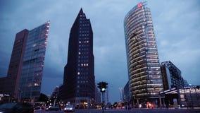 BERLIN, SIERPIEŃ - 21: Czas rzeczywisty strzelał drapacze chmur na Potsdamer Platz w Berlin przy nocą zbiory