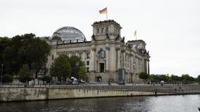 Berlin, Sierpień - 21: Czas rzeczywisty ustanawia strzał Deutsche Bundestag, lato, Sierpień 21, 2017 w Berlin zdjęcie wideo