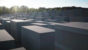 BERLIN, SIERPIEŃ - 21: Rzeczywista niecka strzelająca holokausta pomnik zdjęcie wideo