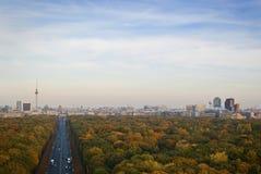 Berlin Skyline City Panorama op een de herfst zonnige dag Stock Afbeeldingen