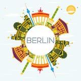 Berlin Skyline con le costruzioni di colore, il cielo blu e lo spazio della copia Immagine Stock