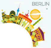 Berlin Skyline con le costruzioni di colore, il cielo blu e lo spazio della copia Fotografia Stock