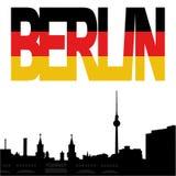 Berlin-Skyline mit Markierungsfahnentext Lizenzfreie Stockfotos