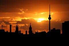 Berlin-Skyline am Sonnenuntergang stockbild
