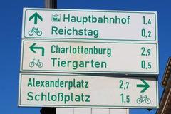 Berlin Tourist voorziet van wegwijzers Stock Afbeelding
