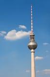 Berlin TVtorn över blå himmel Royaltyfri Fotografi