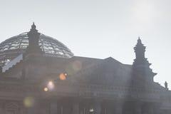 BERLIN TYSKLAND - APRIL 11, 2014: Reichstag byggnad Royaltyfri Fotografi