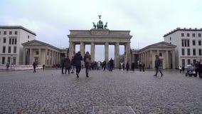 23 01 2018 Berlin, Tyskland - Brandenburg port i Berlin arkivfilmer