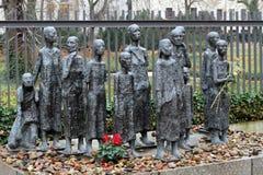BERLIN TYSKLAND - December 16 2017: €œJewish offer för skulptur av Fascism† Fotografering för Bildbyråer
