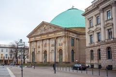 19 01 2018 Berlin, Tyskland - domkyrka för ` s för St Hedwig på Bebelen Arkivbilder