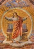 BERLIN TYSKLAND, FEBRUARI - 14, 2017: Freskomålningen av Jesus Christ i huvudsaklig absid av den Herz Jesus kyrkan Royaltyfri Foto