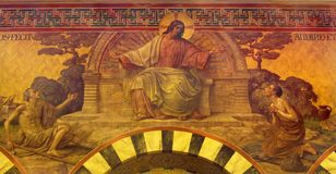 BERLIN TYSKLAND, FEBRUARI - 14, 2017: Freskomålningen av Jesus i den Herz Jesus kyrkan av Friedrich Stummel och Karl Wenzel Royaltyfri Bild