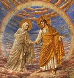 BERLIN TYSKLAND, FEBRUARI - 15, 2017: Freskomålningen av Jesus med modern Mary i kupol av den Rosenkranz basilikan Royaltyfria Bilder