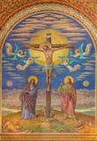BERLIN TYSKLAND, FEBRUARI - 14, 2017: Freskomålningen av korsfästelse i den Herz Jesus kyrkan Arkivfoto