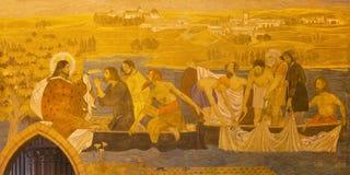 BERLIN TYSKLAND, FEBRUARI - 16, 2017: Freskomålningen av mirakelfiske i evengelical kyrka för St Pauls Arkivbild