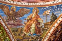 BERLIN TYSKLAND, FEBRUARI - 15, 2017: Freskomålningen av St John evangelisten i kupol av den Rosenkranz basilikan Arkivfoton