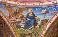 BERLIN TYSKLAND, FEBRUARI - 15, 2017: Freskomålningen av St Mark evangelisten i kupol av den Rosenkranz basilikan Arkivfoto