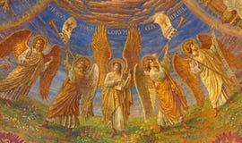 BERLIN TYSKLAND, FEBRUARI - 15, 2017: Freskomålningen i kupol av den Rosenkranz basilikan Arkivbild