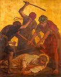 BERLIN TYSKLAND, FEBRUARI - 16, 2017: Målarfärgen på metallplattan - Jesus nedgång under kors i kyrkliga St Matthew Fotografering för Bildbyråer