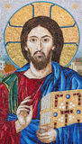 BERLIN TYSKLAND, FEBRUARI - 16, 2017: Mosaiken av den välsignade Jesus i kyrkliga Marienkirche Arkivbild
