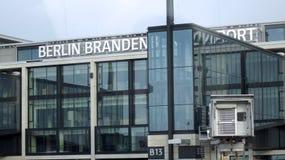 BERLIN TYSKLAND - JANUARI 17th, 2015: Berlin Brandenburg Airport BER, fortfarande under konstruktion, tom slutlig byggnad Arkivfoton