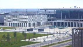 BERLIN TYSKLAND - JANUARI 17th, 2015: Berlin Brandenburg Airport BER, fortfarande under konstruktion, tom slutlig byggnad Royaltyfri Bild