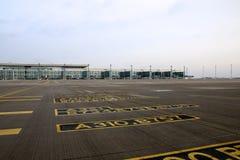 BERLIN TYSKLAND - JANUARI 17th, 2015: Berlin Brandenburg Airport BER, fortfarande under konstruktion, tom slutlig byggnad Arkivbild