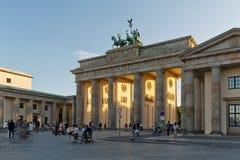 BERLIN TYSKLAND - JULI 2015: Brandenburg port i Berlin i Germa Royaltyfri Fotografi