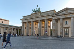 BERLIN TYSKLAND - JULI 2015: Brandenburg port i Berlin i Germa Royaltyfri Foto