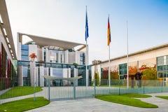 Berlin Tyskland - Kanzleramt byggnad Arkivbilder