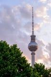 Berlin Tyskland - Maj 11, 2016: Berlin TVtorn i centralen p Arkivfoton
