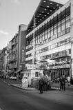 BERLIN TYSKLAND, Maj 10 2016, Checkpoint Charlie Arkivbilder