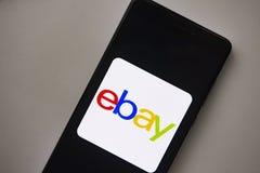 Berlin Tyskland - November 19, 2017: ebay logo på den moderna smartphonen för skärm Ebay applikationsymbol på skärmtelefonen Royaltyfri Foto