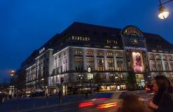 BERLIN TYSKLAND - NOVEMBER 12, 2014: Köparesyfte till Kaufhaus Des Fotografering för Bildbyråer
