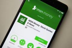 Berlin Tyskland - November 19, 2017: MSN pengarapplikation på skärmen av den moderna smartphonenärbilden Arkivbilder