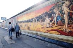 BERLIN TYSKLAND Oktober 15, 2014: Berlin Wall var en barriär lurar Royaltyfria Foton