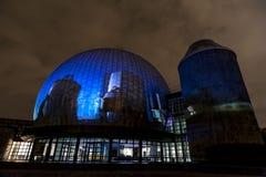 BERLIN TYSKLAND, OKTOBER 9, 2013: Berlin Light Art Festival på planetarium, Zeiss-Großplanetarium Royaltyfri Fotografi