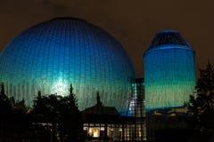 BERLIN TYSKLAND, OKTOBER 9, 2013: Berlin Light Art Festival på planetarium, Zeiss-Großplanetarium Royaltyfria Bilder